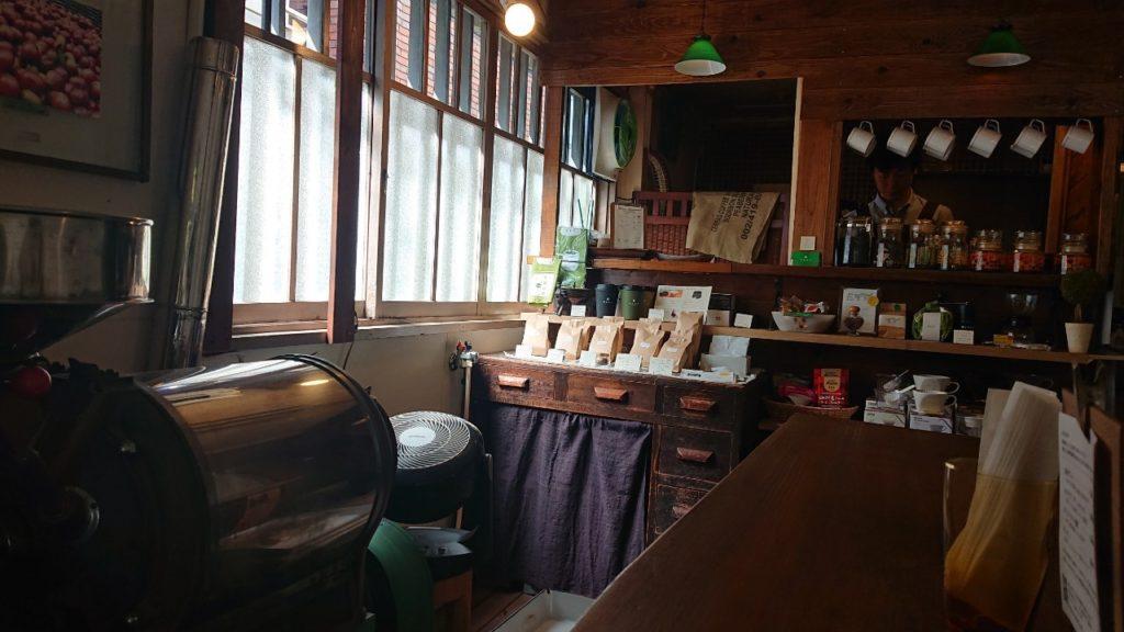 中崎町の自家焙煎コーヒースタンド 喫茶路地(きっさろじ)の店内