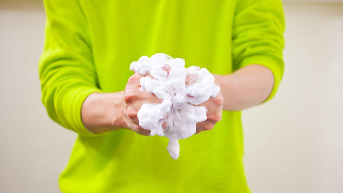 きめ細かい洗顔料の泡