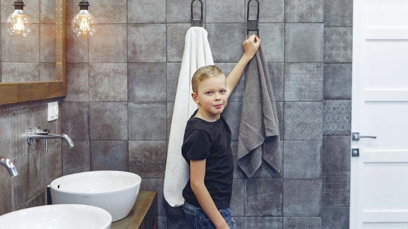 洗面台の少年