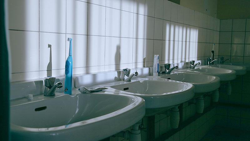 会社や学校の洗面所